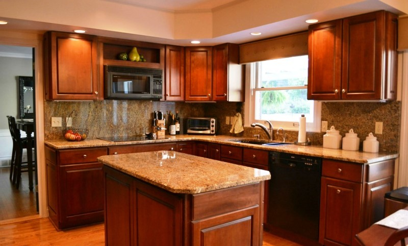 A UNM area kitchen in cherry with granite